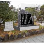 「旅愁」記念碑の完成予想図。副碑(左)の横に音響装置が付く
