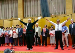 舞台では応援歌で創立120周年を讃えていただきました。