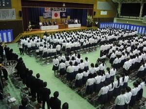 全校生徒や来賓、教職員らが出席し、明治30年に開校した柏原高校の創立120周年を祝った記念式典=柏原高校体育館で